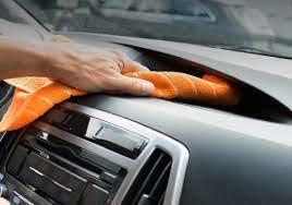 Como limpiar el tablero de nuestro coche con un paño