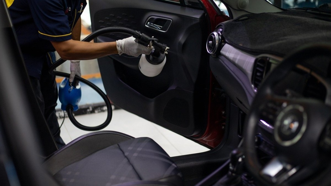 Imagen quitando los malos olores de un coche