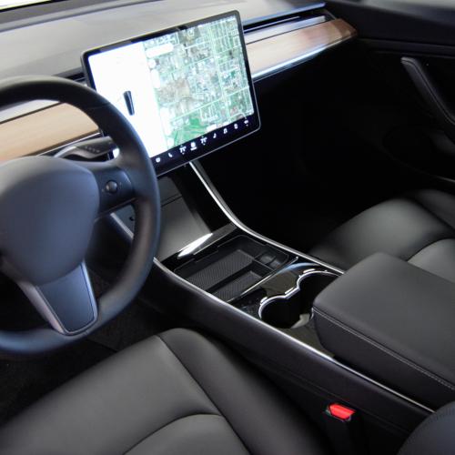 Ejemplo de organizador para un coche Tesla